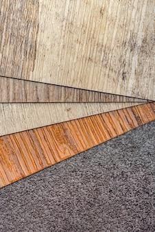 Pvcビニールサンプル。ビニール床。見本は茶色で、木質の質感があります。スペースをコピーします。