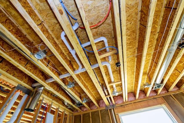 Pvc廃水システムラフ配管排水管と継手が建設中の新しい家
