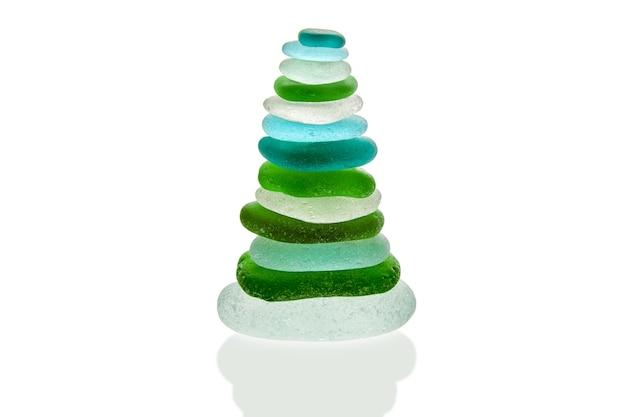 Пирамида из граненого зеленого и синего морского стекла