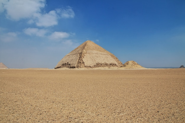 Пирамиды дахшур в пустыне сахара египта