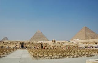 Piramidi nel deserto