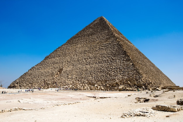 Пирамиды с красивым небом гизы в каире, египет.
