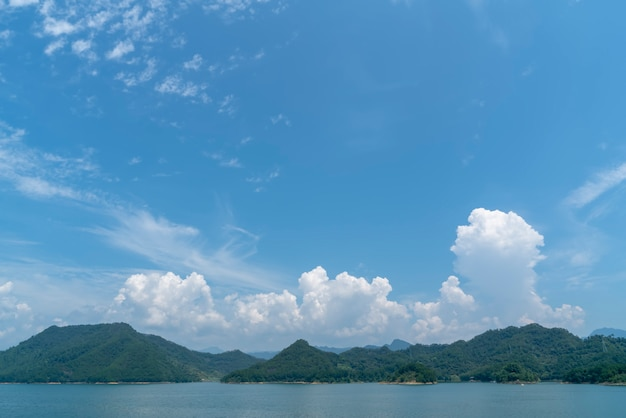 杭州のqiandao湖の自然景観と湖の風景
