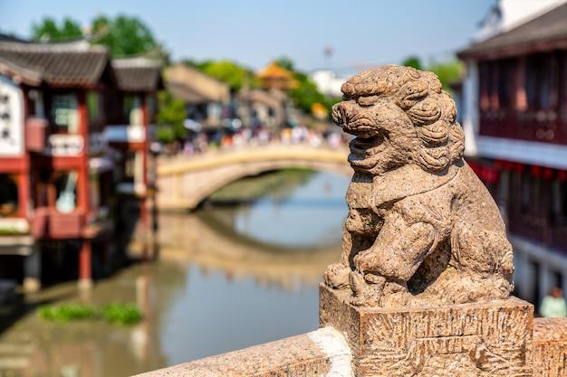 Старый город цибао в шанхае, китай