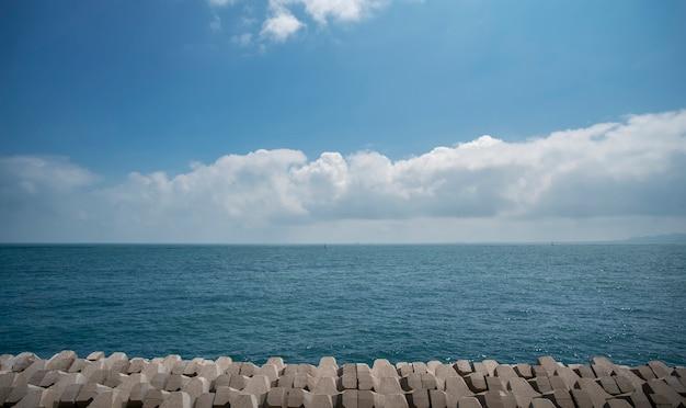 칭다오의 아름다운 해안선과 건축 풍경