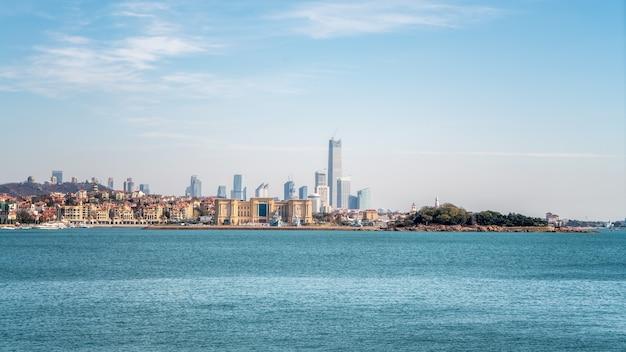 Красивое побережье и архитектурный ландшафт циндао