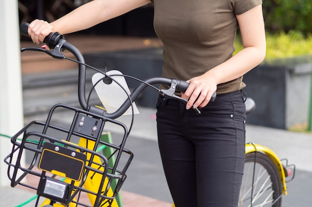 Qrコードをスキャンして乗ることで、市の自転車システムを共有する