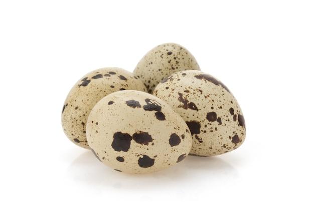 Изолированные перепелиное яйцо