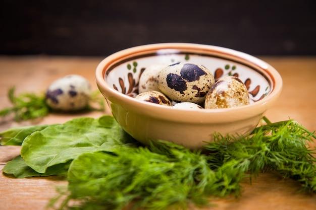 Перепелиные яйца в блюде