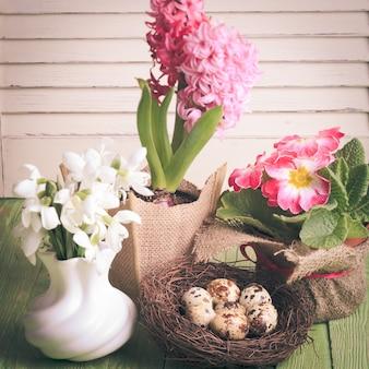 Перепелиные яйца в гнезде, символ весны и цветов