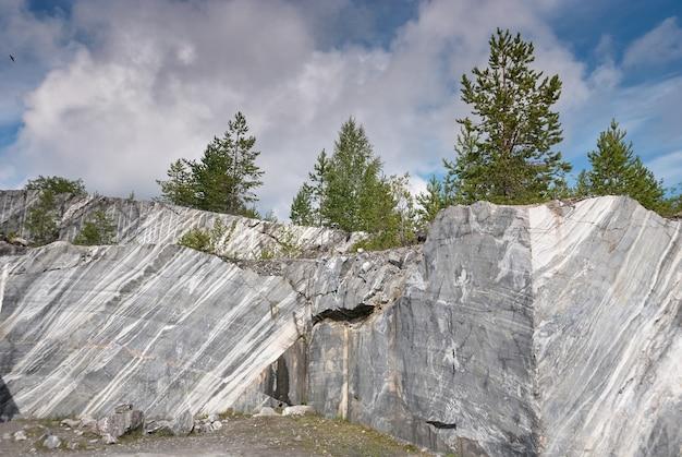 大理石の抽出のための採石場ruskealapark karelia russia