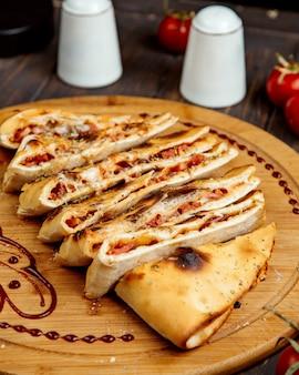 揚げパンのソーセージとケサディーヤ