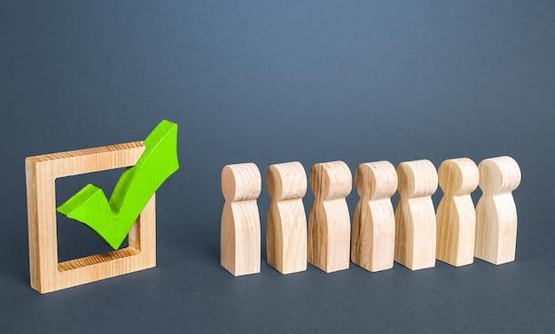 キューラインと緑色の投票チェックマーク