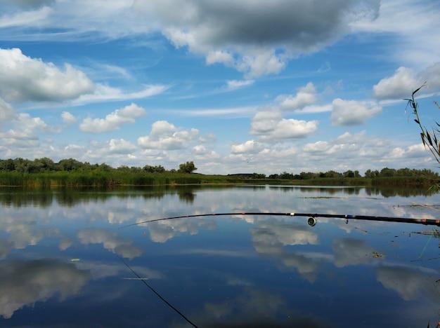 川沿いの静かな釣り場