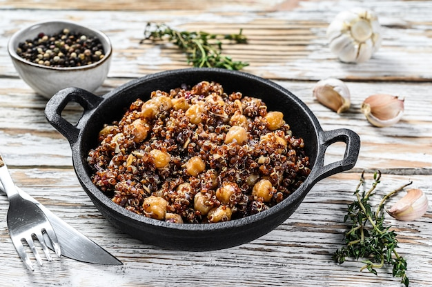 Quinoa salad with chickpeas and thyme