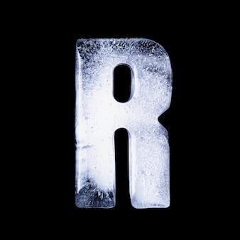 R замерзшая вода в форме алфавита на черном фоне