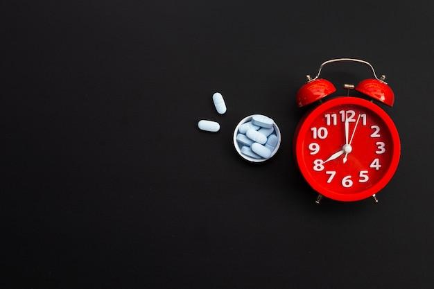 「prep」(暴露前予防)付きの目覚まし時計。暗闇でhivを予防するために使用されます。