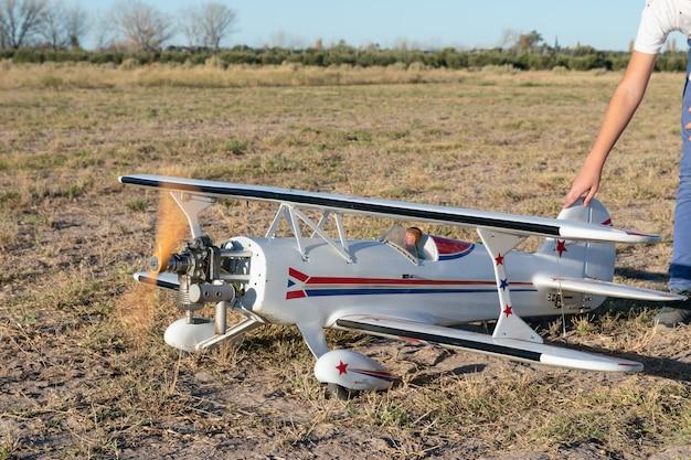 Radio controlled airplane engine start