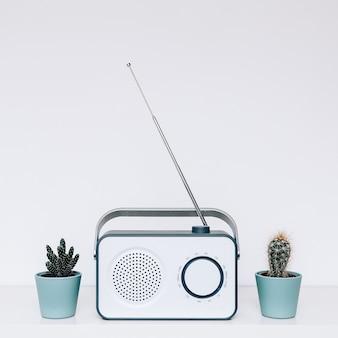 ラジオ受信機。ビンテージ。室内装飾。ミニマルアート