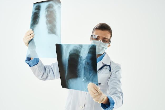 白衣x線医学の専門家の放射線科医
