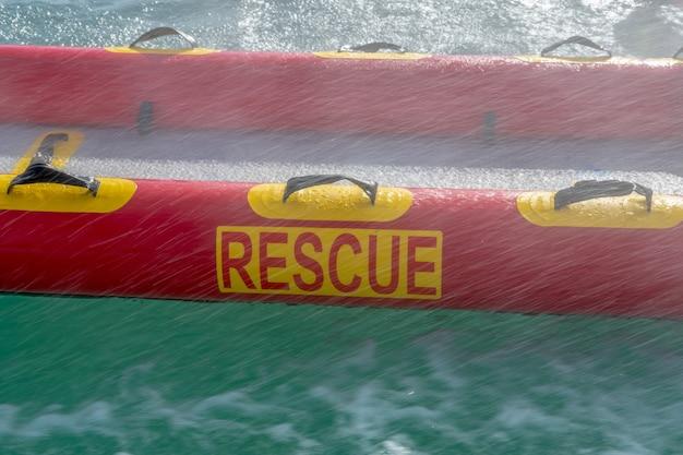 Плот пожарных в спасении