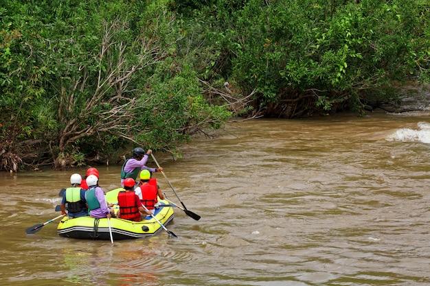 Рафтинг по реке кхек, север таиланда