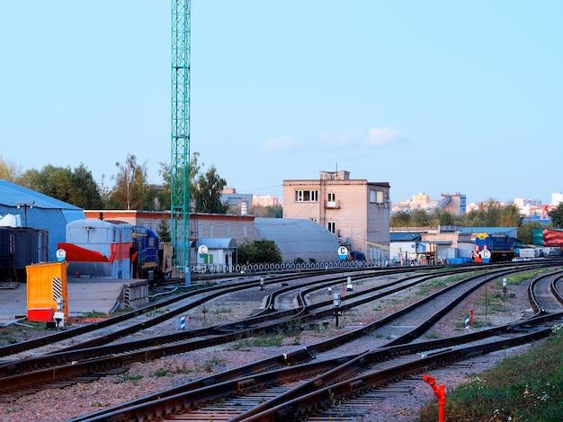 モスクワ郊外の背景の鉄道