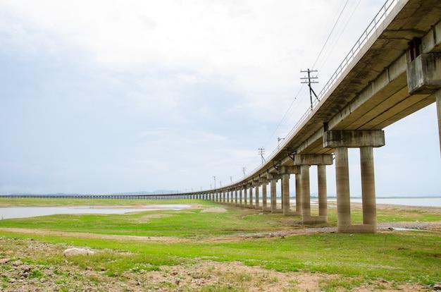 태국에서 철도 트랙입니다.
