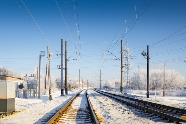 冬の霧への線路