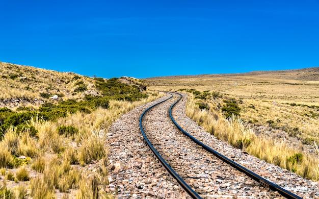 페루 안데스 산맥의 높은 고도에서 철도