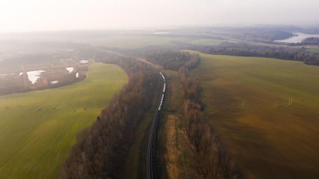 森の中の鉄道と野外鳥瞰図