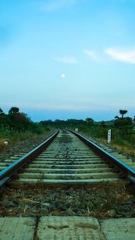 철도 트랙 및 신호