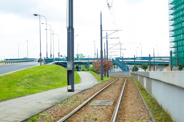 Железнодорожные пути возле развязки