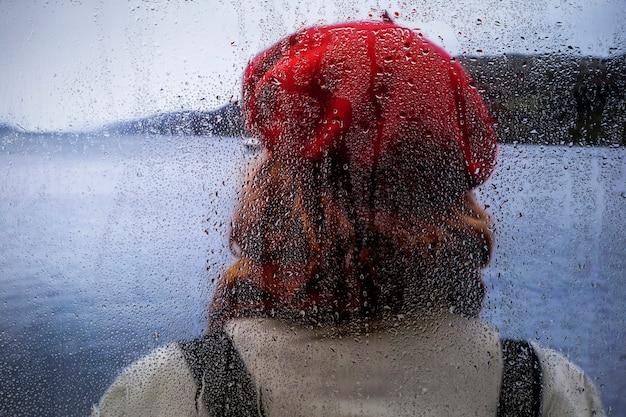 Effetto pioggia sullo sfondo della natura