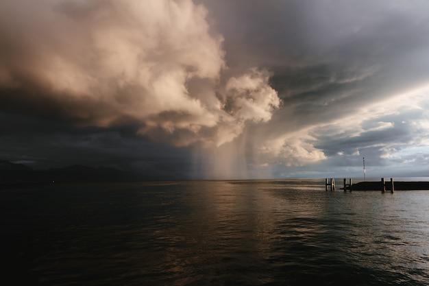 Дождь на озере леман