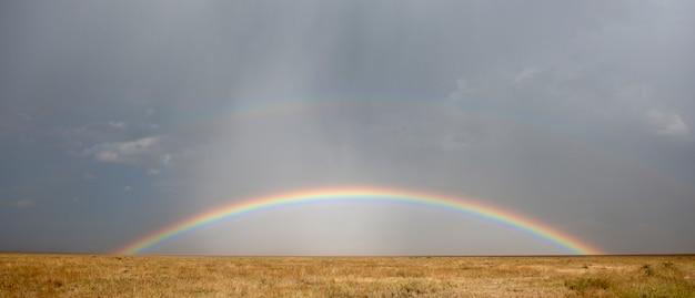 セレンゲティ国立公園の虹