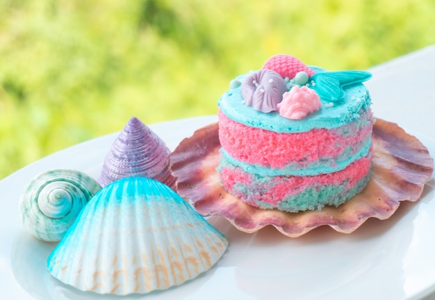 Rainbow cake with shell