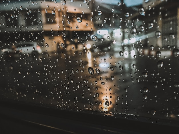 Raindrops that cling on the glass at night give a feeling of loneliness.