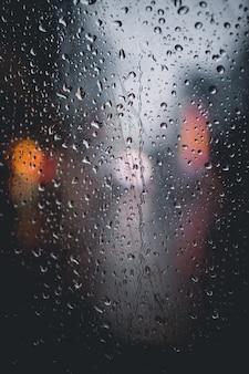 東京で雨が降っています