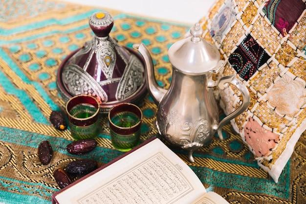 Concetto di ramadan con set da tè