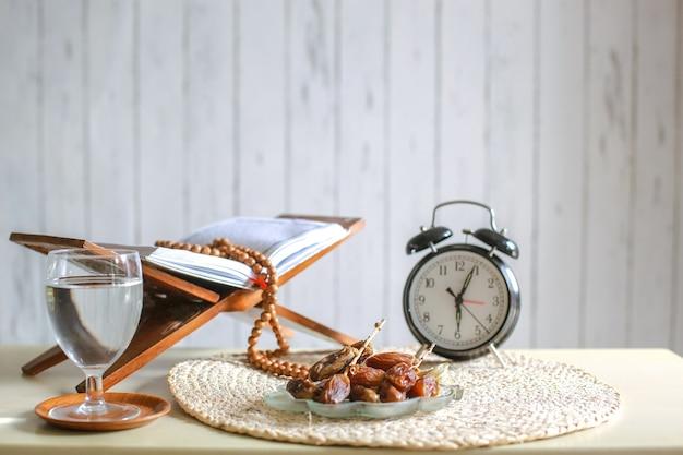 Рамадан ифтар время концепции фон