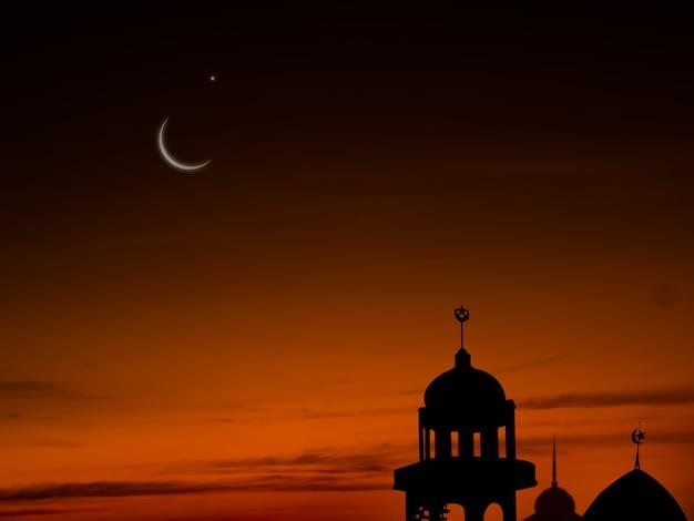 ラマダンカリーム宗教シンボルイードアルフィトルアラビア語イードアラダの概念のための三日月と空の暗い黒の背景と夕暮れの夜のモスクドーム