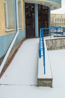 The ramp is covered with the first snow installed for the movement