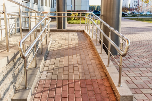 A ramp and metal railing in the hospital for the reception of patients and for the convenience of people with disabilities and the elderly.