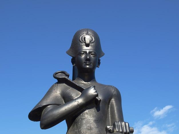 ラムセス2世の像