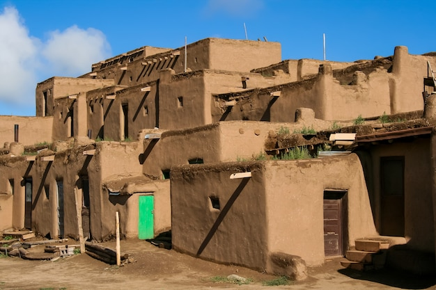 뉴 멕시코의 ranchos de taos. 푸에블로 족의 티와 어를 사용하는 아메리카 원주민 부족에 속하는 푸에블로.