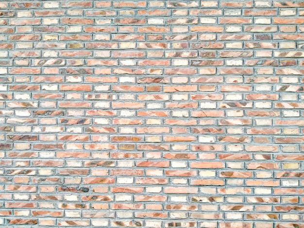 임의의 주황색 녹색 톤 벽돌 월마트