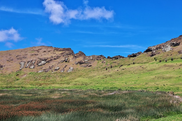 Рапа нуи. кратер вулкана рано рараку на острове пасхи, чили
