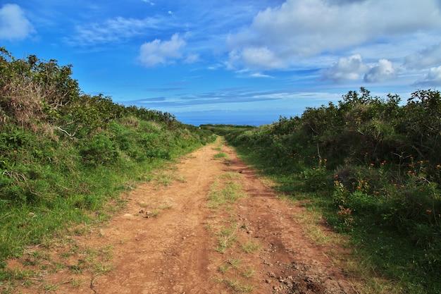 Rapa nui. дорога на острове пасхи, чили