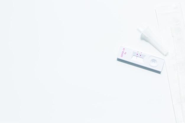 비강 면봉으로 집에서 covid19 진단을 위한 신속한 항원 자가 테스트 키트